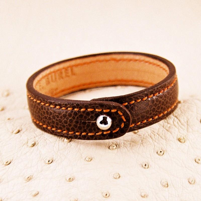 Bracelet bouton, taurillon marron glacé