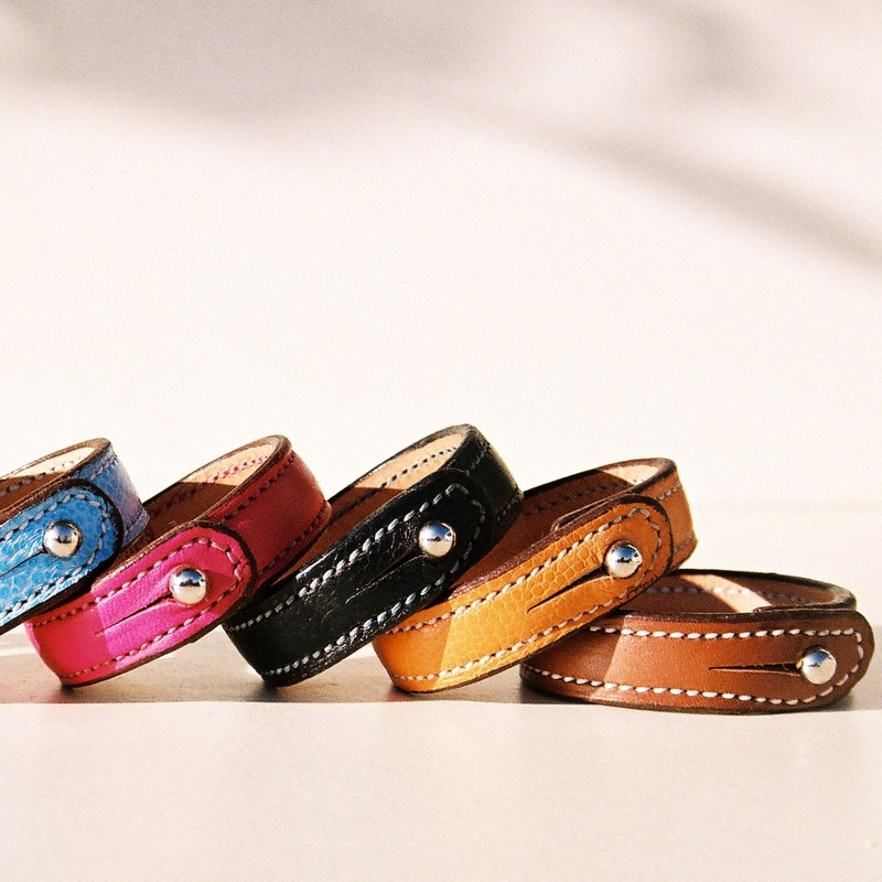 Bracelets bouton, taurillons couleurs  et barénia gold