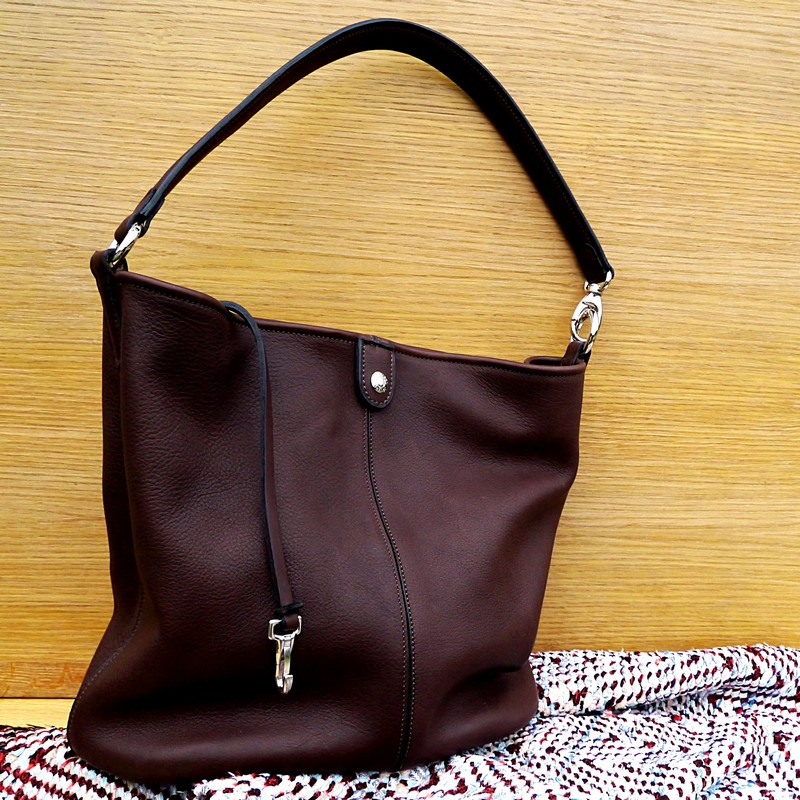 Bucket bag in chocolate calfskin