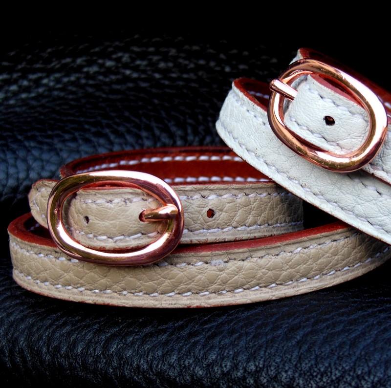 Bracelets boucle cuivrée double-officier, taurillon sable et blanc