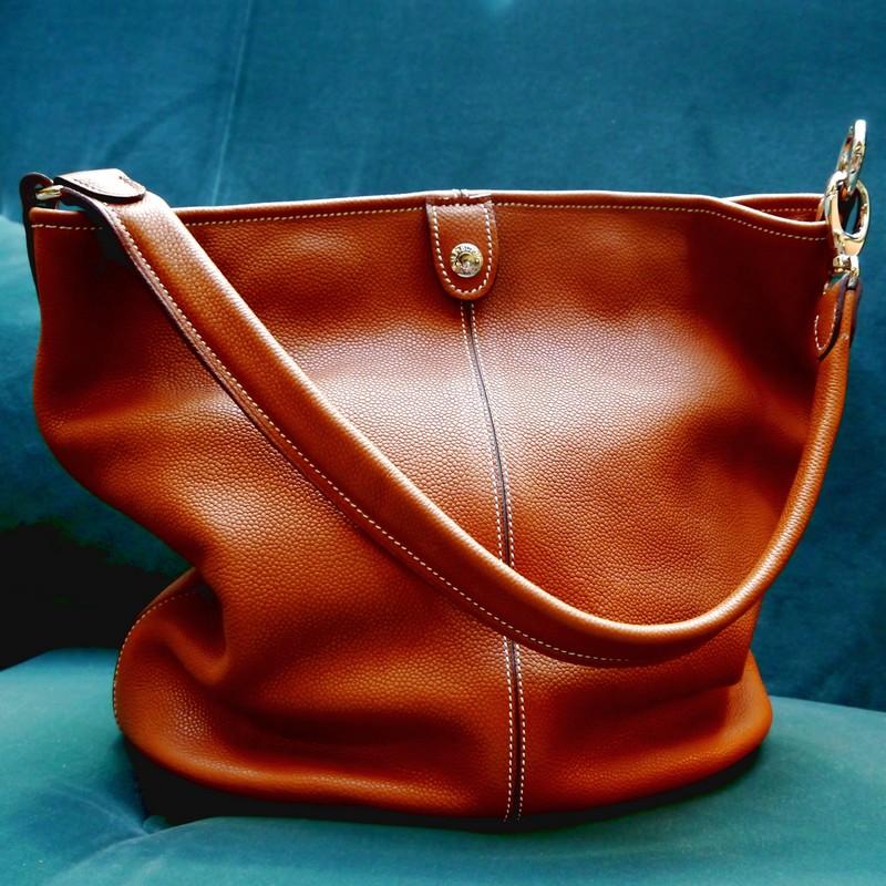 Bucket bag in gold calfski