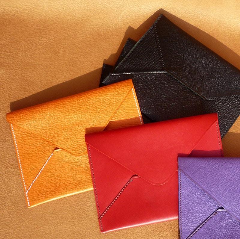 Pochettes enveloppe en cuir de chèvre